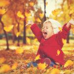 Fetița care râde neîncetat