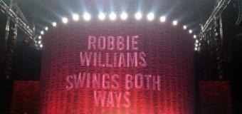 La picioarele lui Robbie Williams