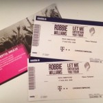 Concurs fulger – câștigă două bilete la concertul lui Robbie de vineri